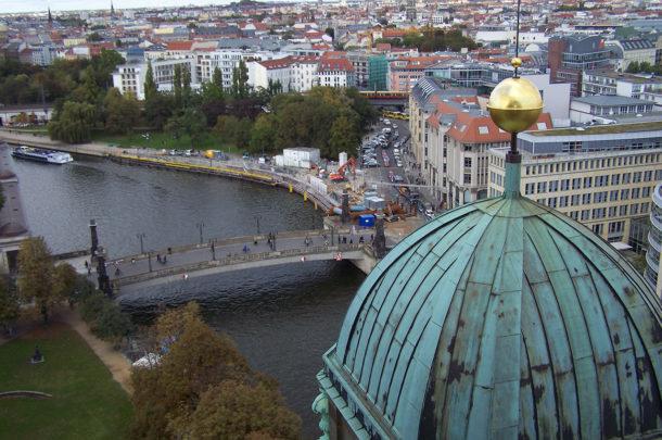 Vue sur Berlin et la Spree depuis les toits du Berliner Dom