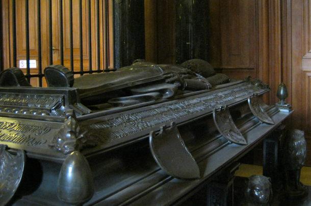 Tombeau Hohenzollern dans la crypte