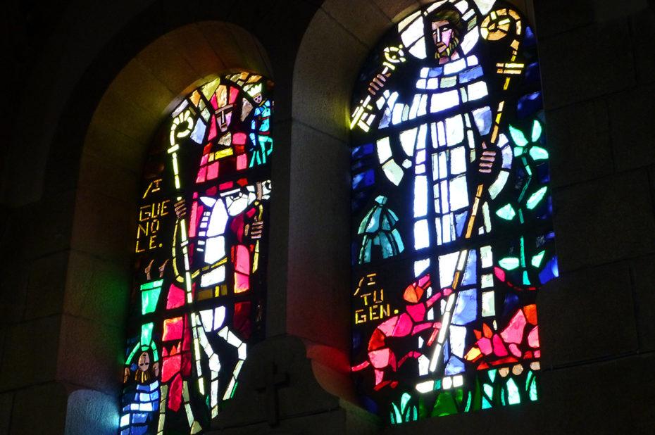 Des vitraux modernes pour cette église du XXe siècle