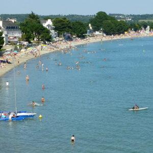 Nombreux baigneurs sur la plage du Cap Coz