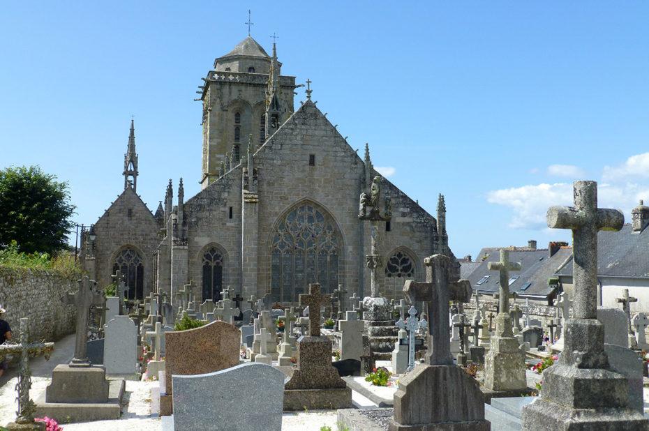 Le cimetière de Locronan, derrière l'église