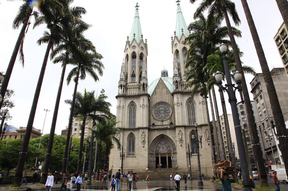 Magnifique église sous la pluie