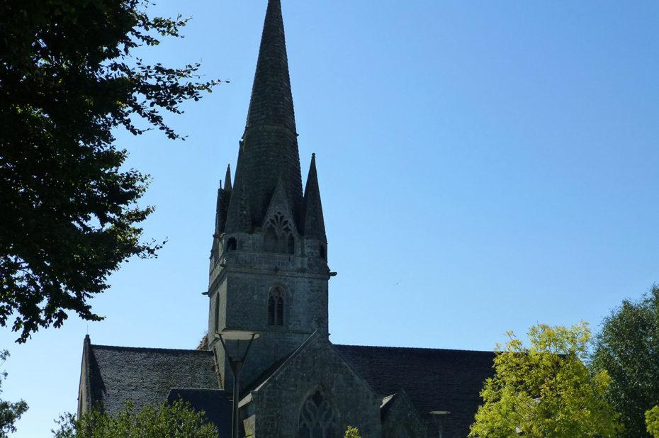 L'église de Rosporden dans les arbres
