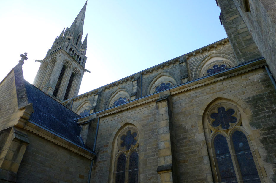 Façade sud de l'église de St-Herlé