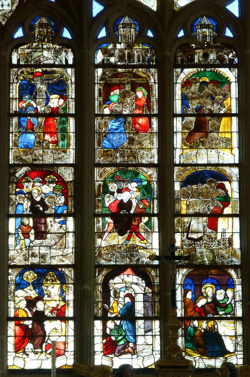 La Grande Verrière représente la Passion en 17 tableaux