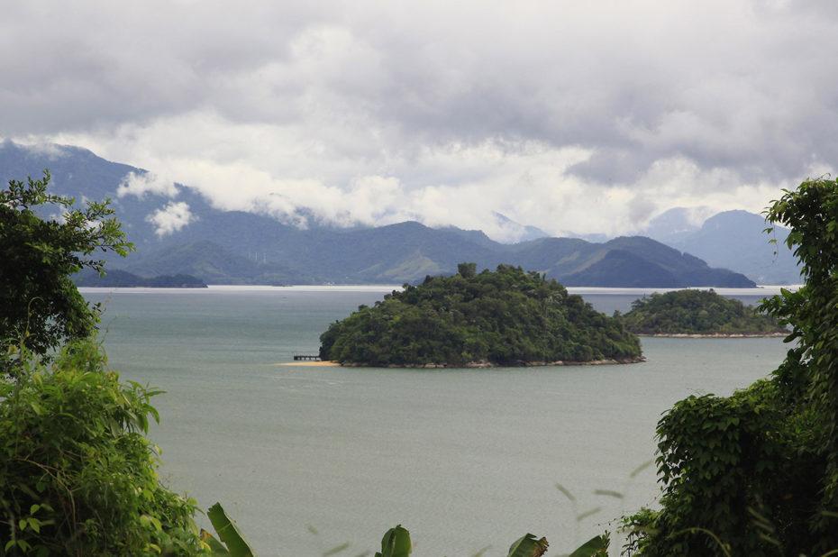 Îles près des côtes brésiliennes, sous les nuages