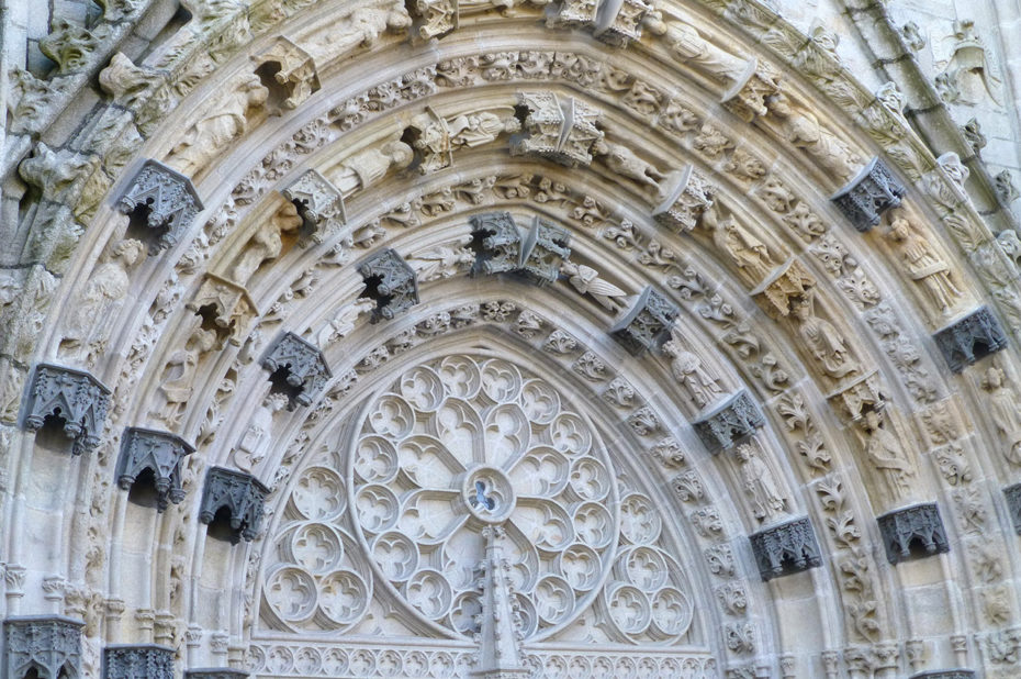Linteau sculpté de la porte de la cathédrale