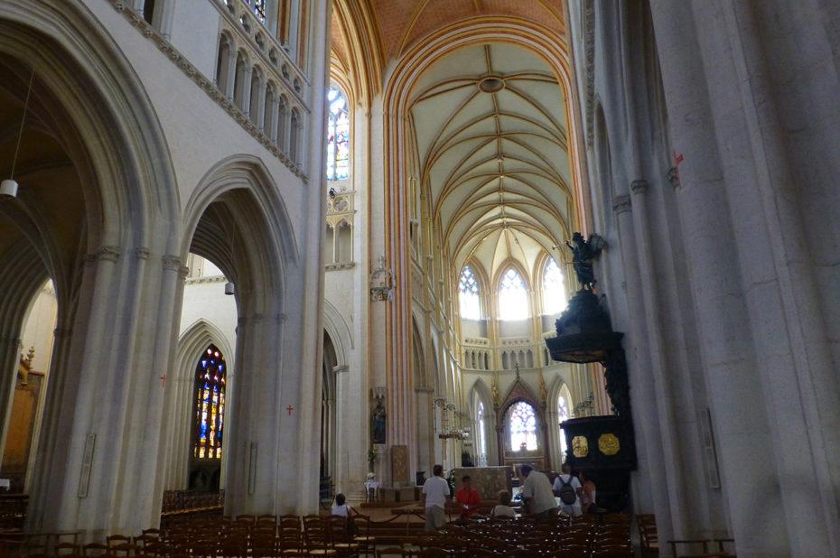 La nef de la cathédrale restitue la polychromie