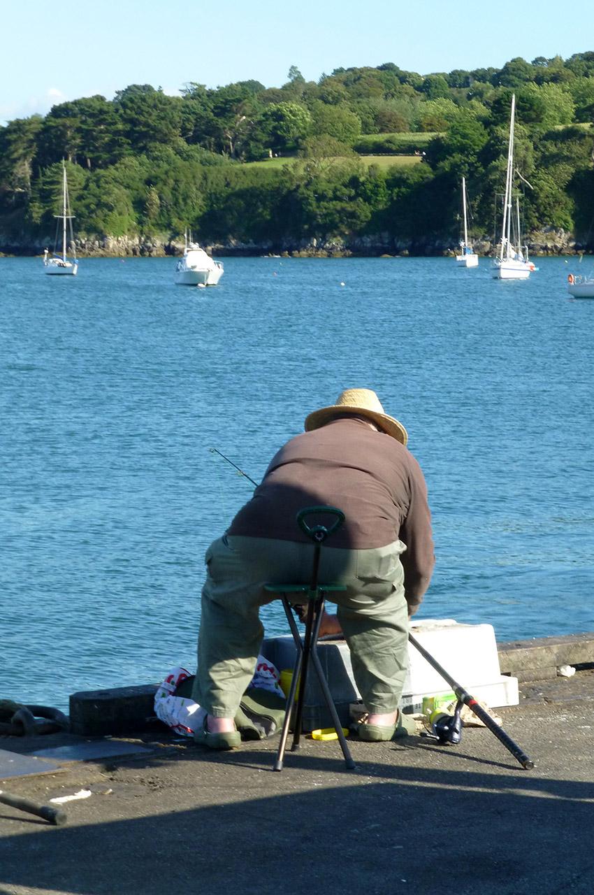 Pêcheur breton près du port