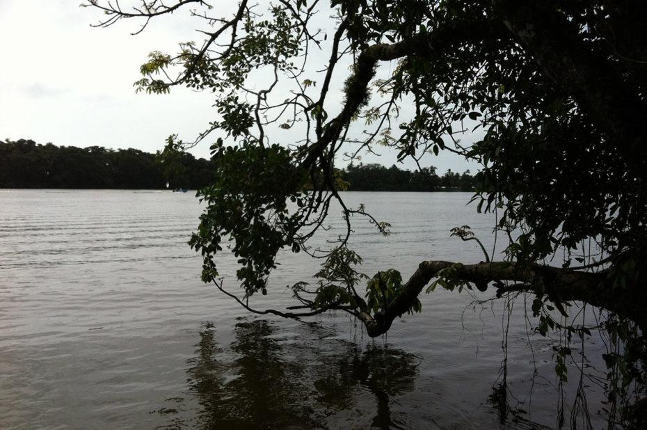 La rivière Tortuguero sous les nuages