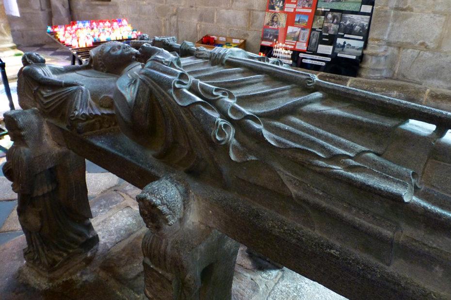 Le tombeau de Saint-Ronan, en lave de kersanton