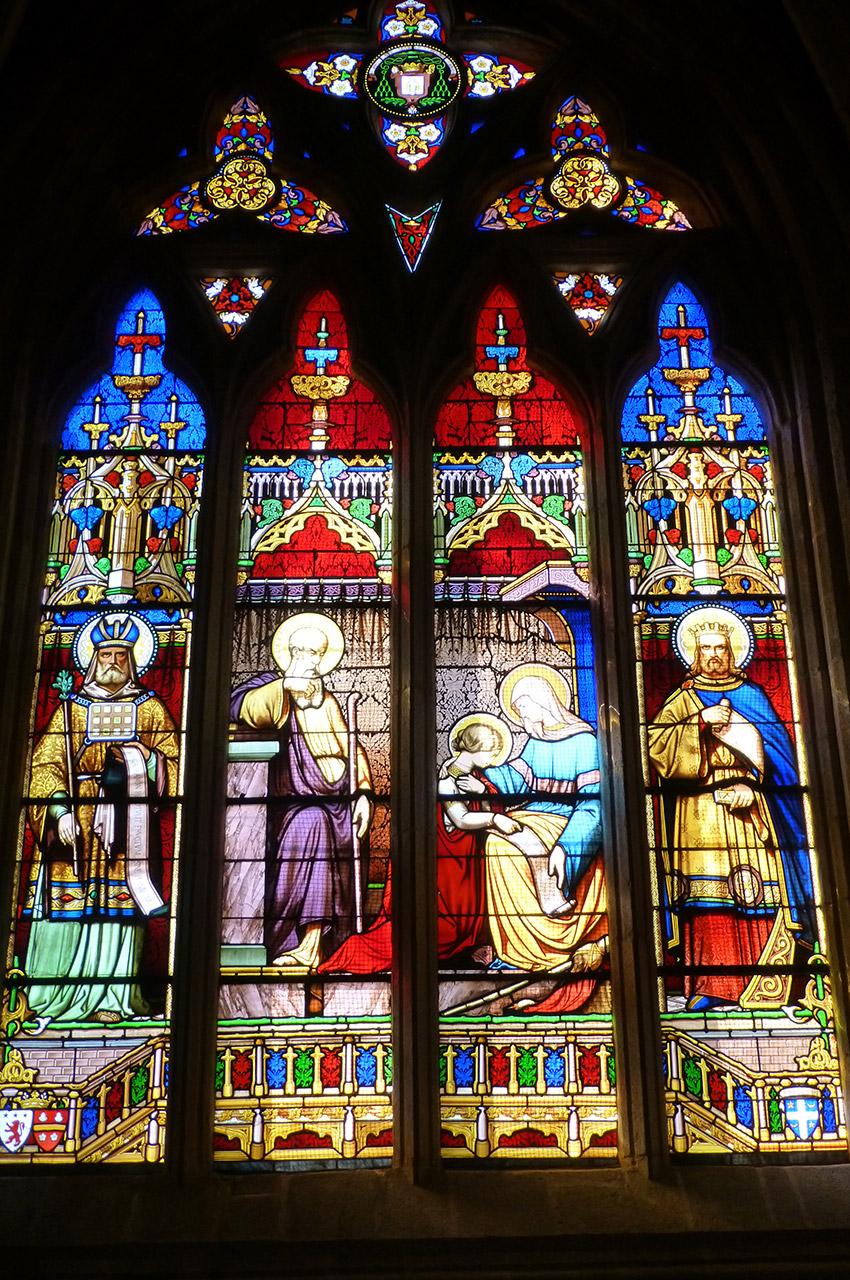 De magnifiques vitraux aux couleurs chatoyantes