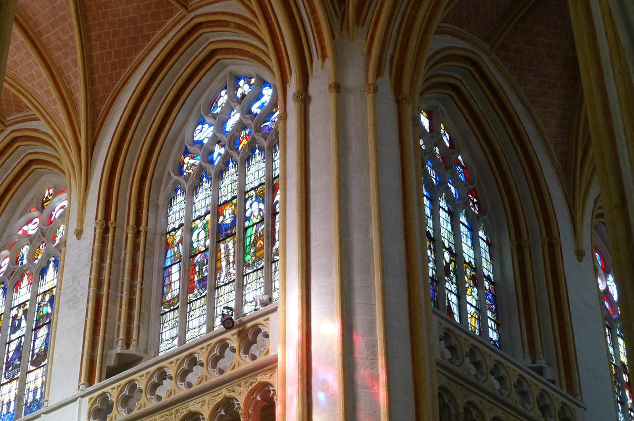 Vitraux à la croisée du transept