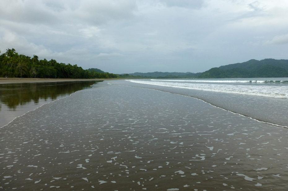 Balade sur Playa Tambor, avec le bruit des vagues