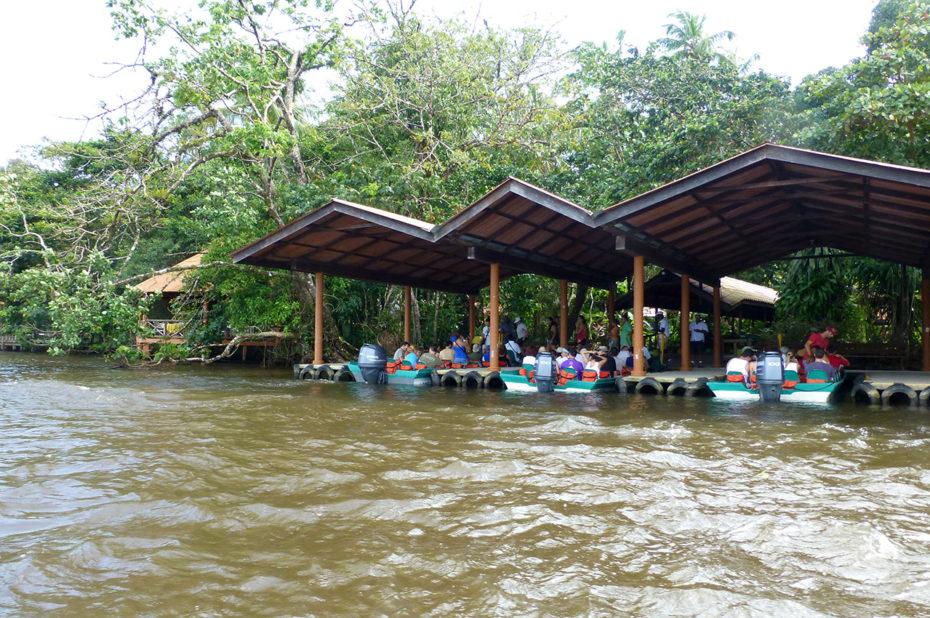 Hangar à bateaux au Pachira Lodge