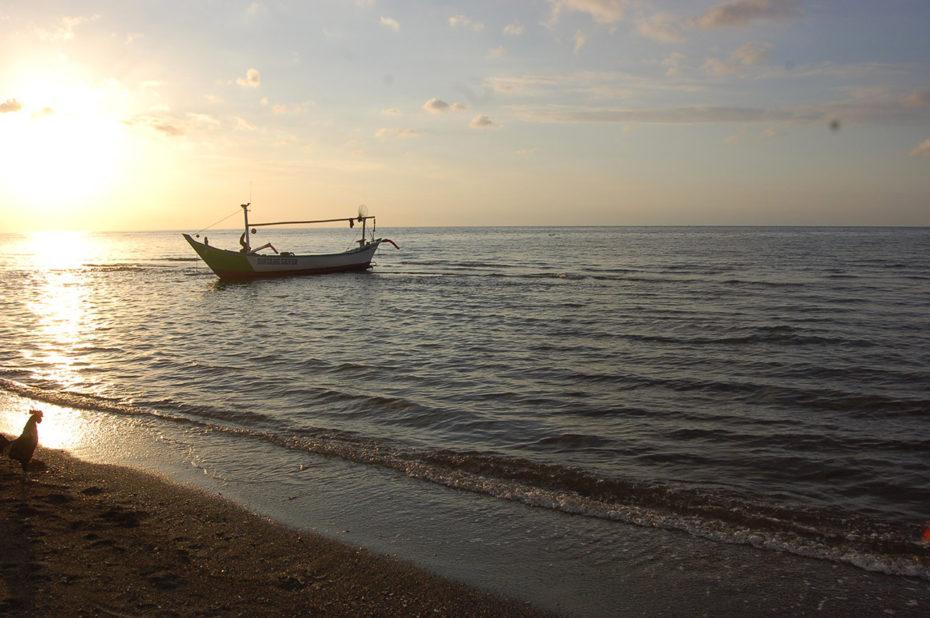 Bateau de retour de la pêche quotidienne