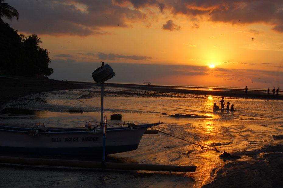 Coucher de soleil sur une plage de Bali