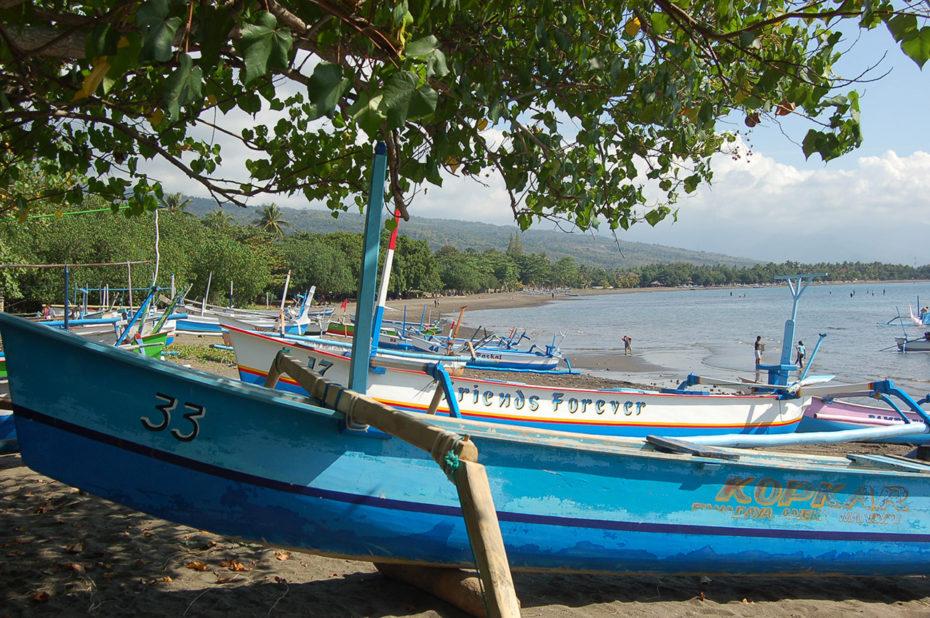 Le Kopkar, bateau amarré sur la plage