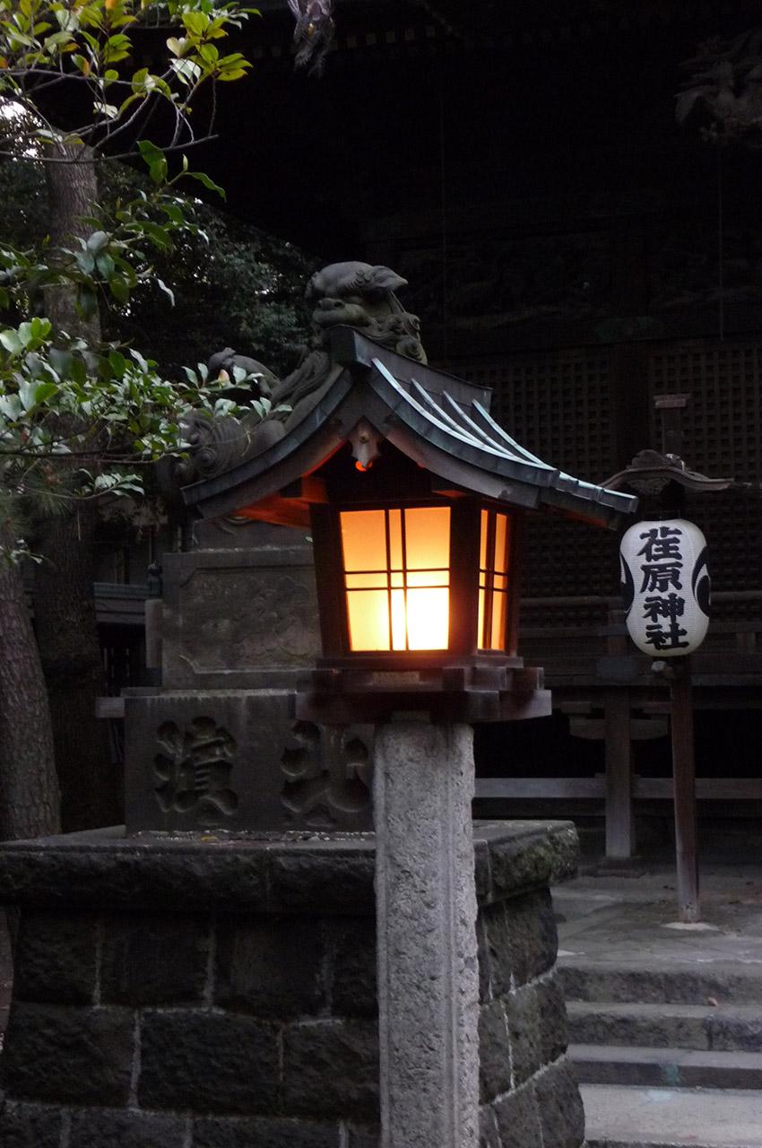 Lanterne allumée dans le quartier de Shinagawa