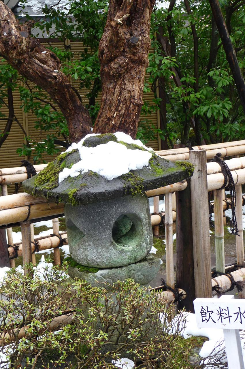 Lanterne sous la neige à Nikko