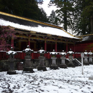 Lanternes de pierre à Nikko