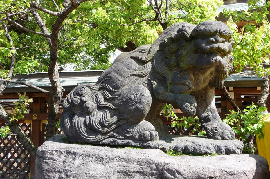 Lion gardien du temple shinto Yushima Tenjin à Ueno