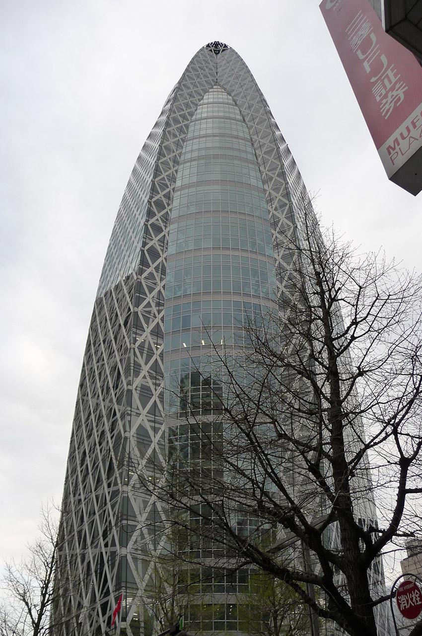 La Mode Gakuen Cocoon Tower accueille une école de design