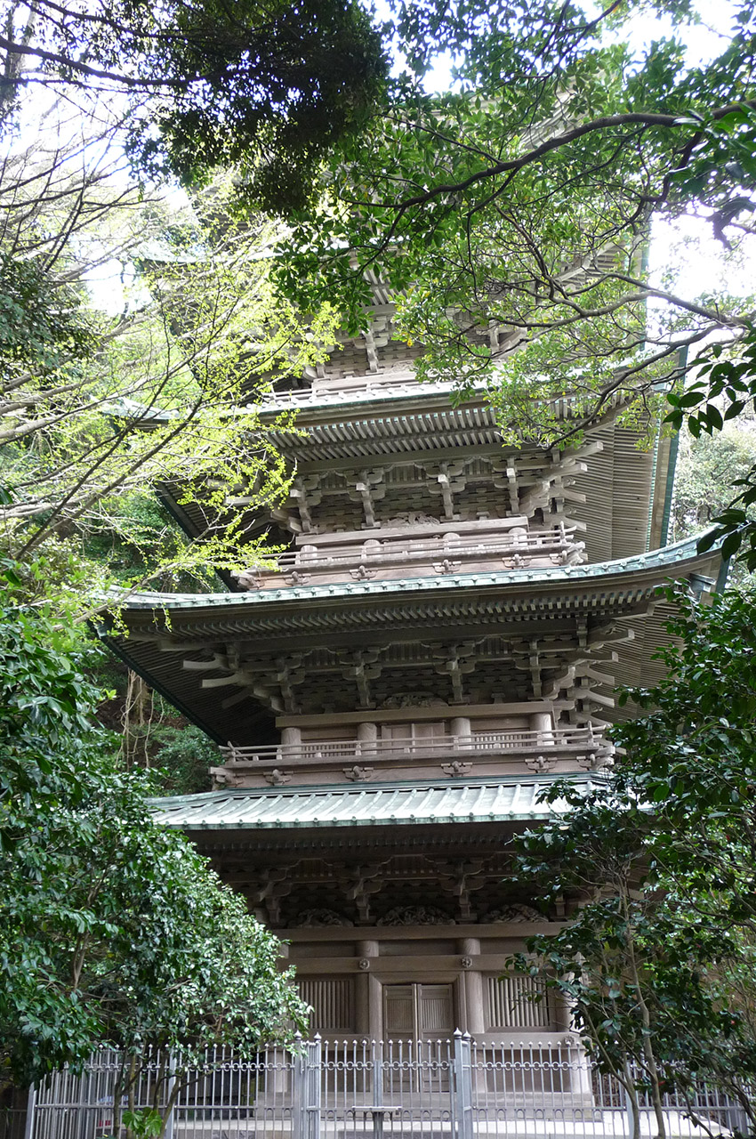 Pagode du temple Ryukoji Nichiren en face d'Enoshima