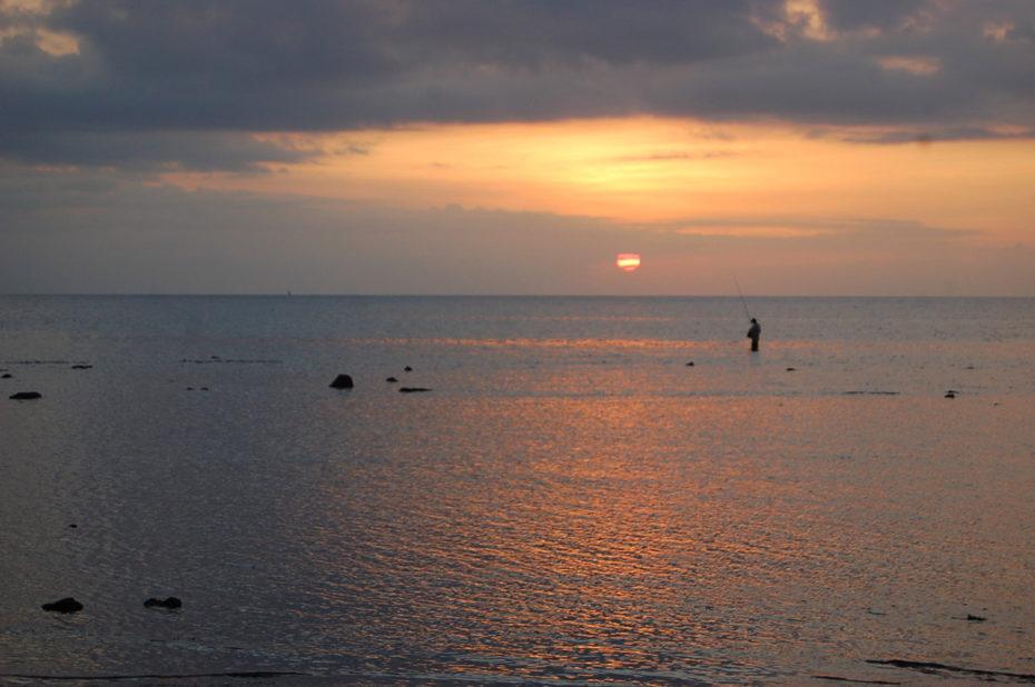 Pêcheur solitaire au crépuscule