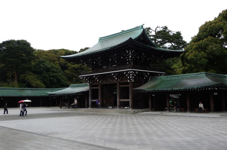 Entrée de la cour extérieure du sanctuaire Meiji-jingū