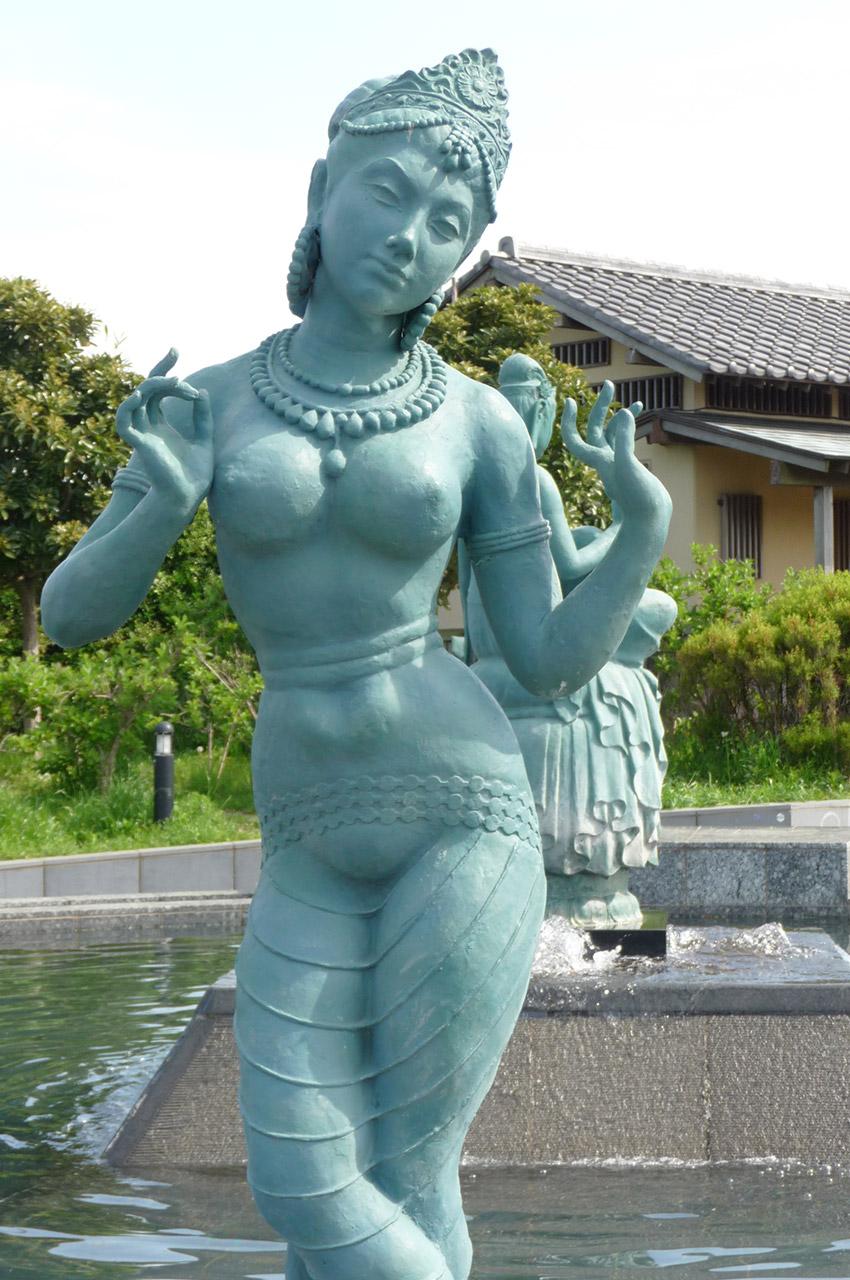 Statues dans l'un des parcs d'Enoshima