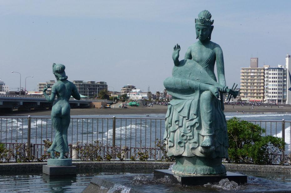 Statues et pont d'Enoshima, long de 600 mètres