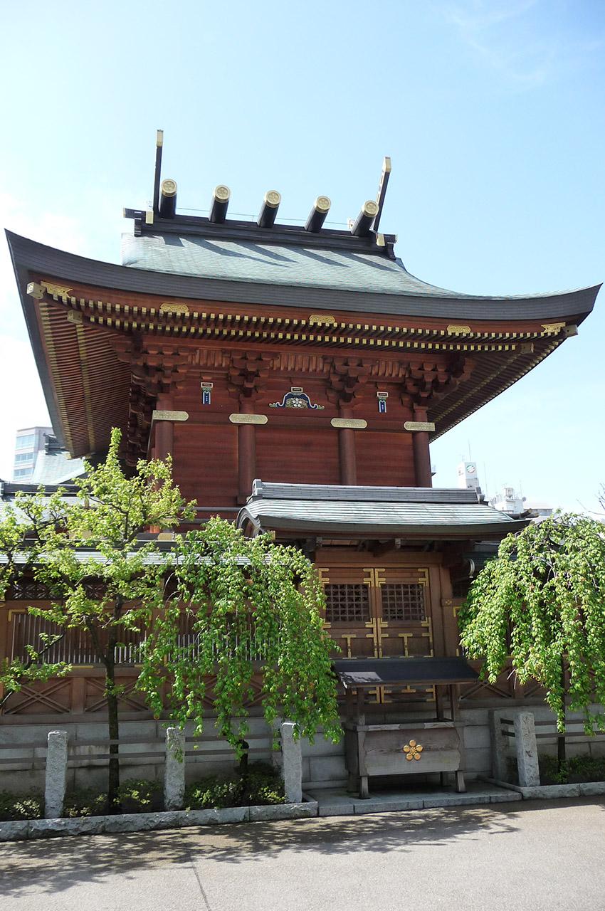 Temple des études Yushima Tenjin sous le soleil