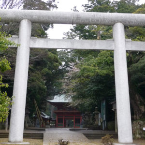 Torii blanc à Kashima Jingu