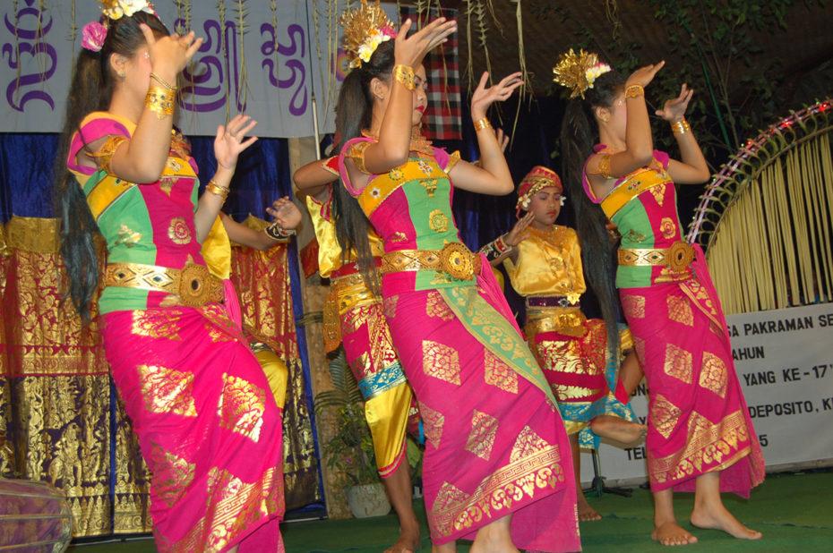 De très beaux costumes de danse colorés