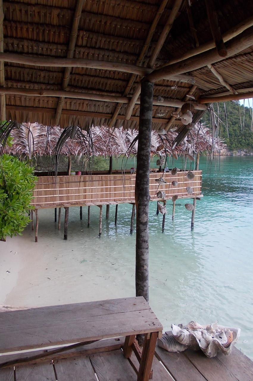 Dans un bungalow sur la plage