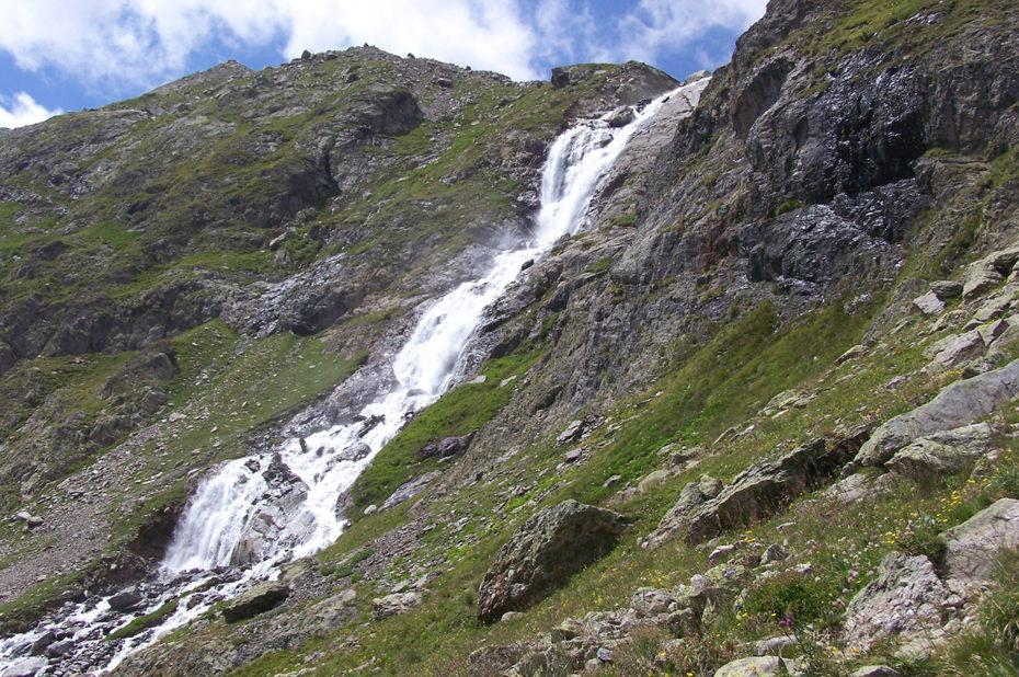 Cascade en provenance du lac des Quirlies