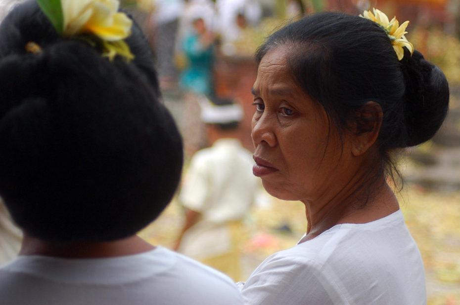 Deux jumelles à la fête du temple