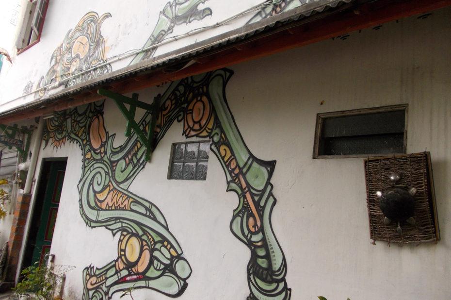 Graffiti sur une maison dans une rue de Jogja