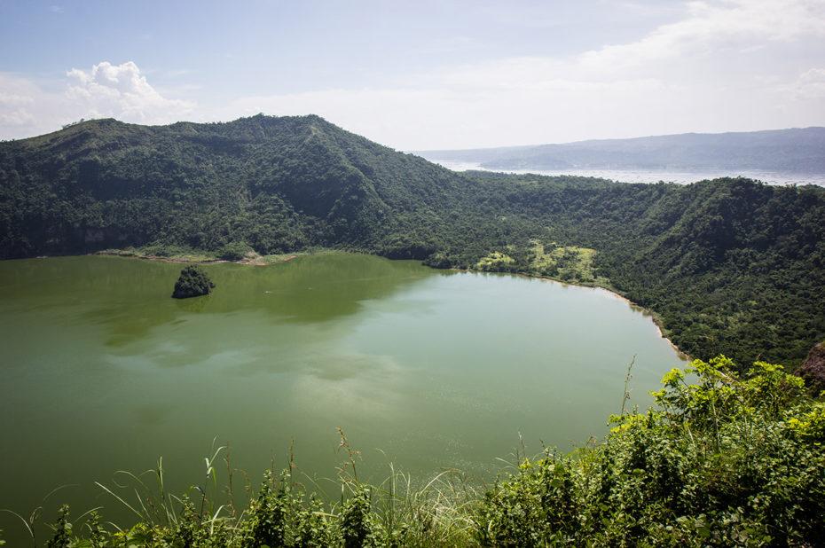 Le lac dans le volcan Taal à Tagaytay