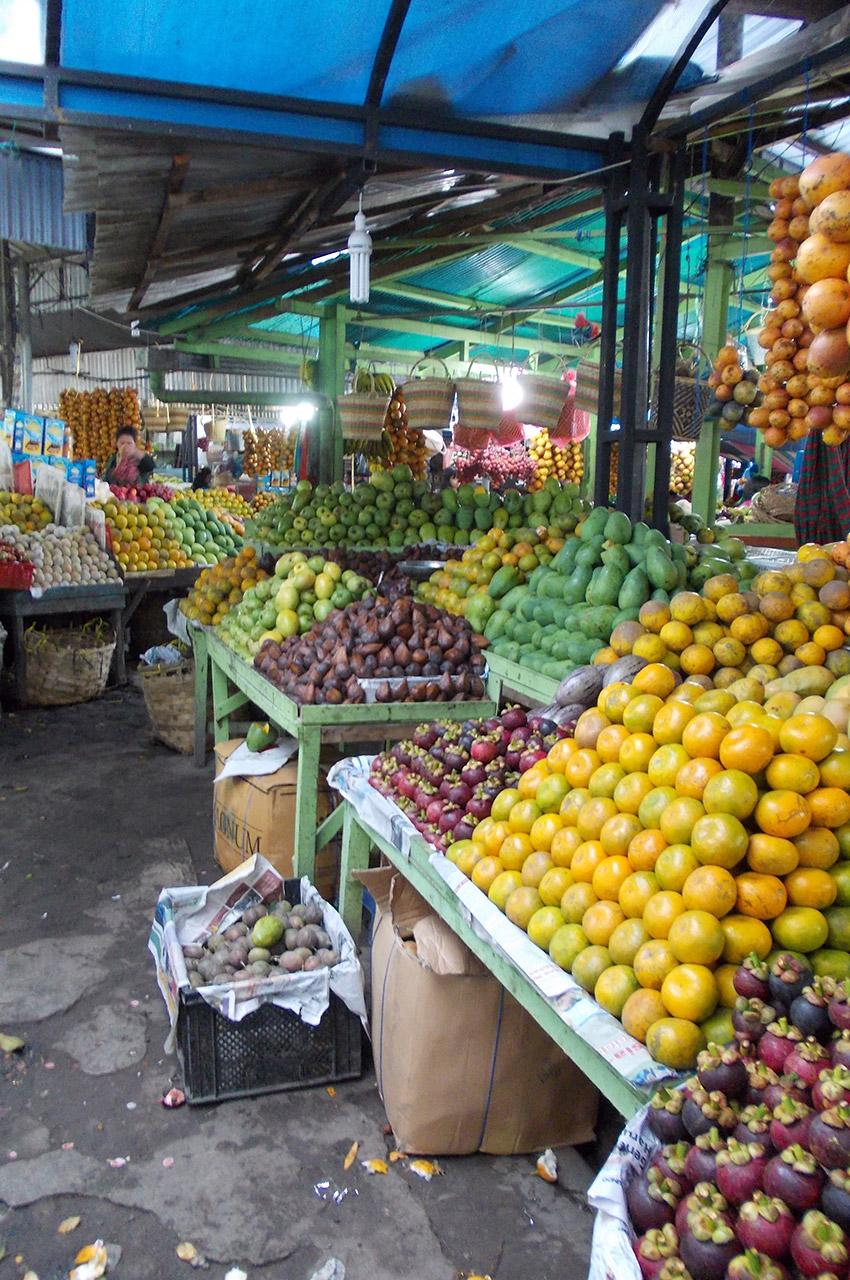 Un marché aux fruits