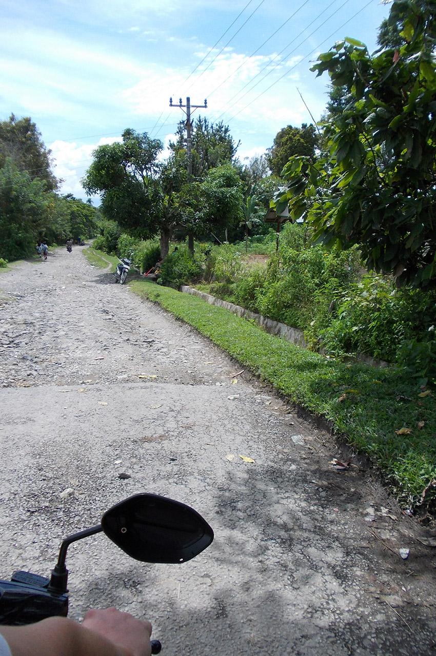 À moto sur une route d'Indonésie