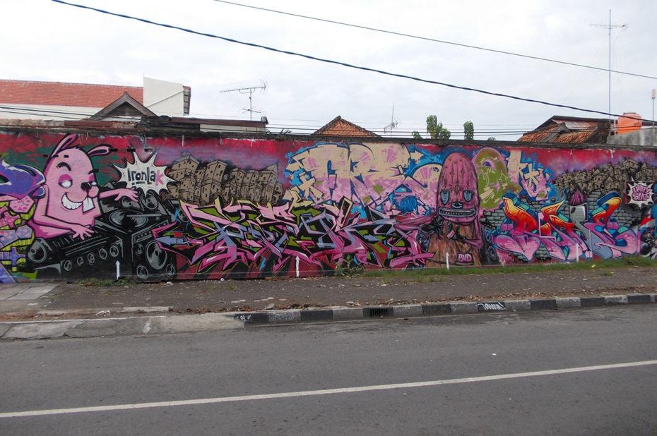 Un mur recouvert de graffitis à Jogjakarta