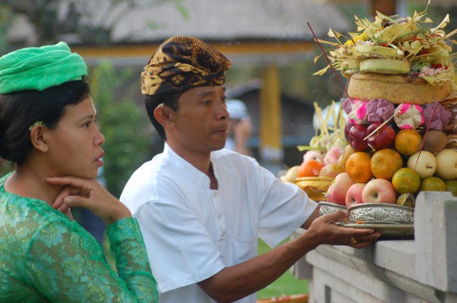 Offrandes de fruits lors d'une cérémonie