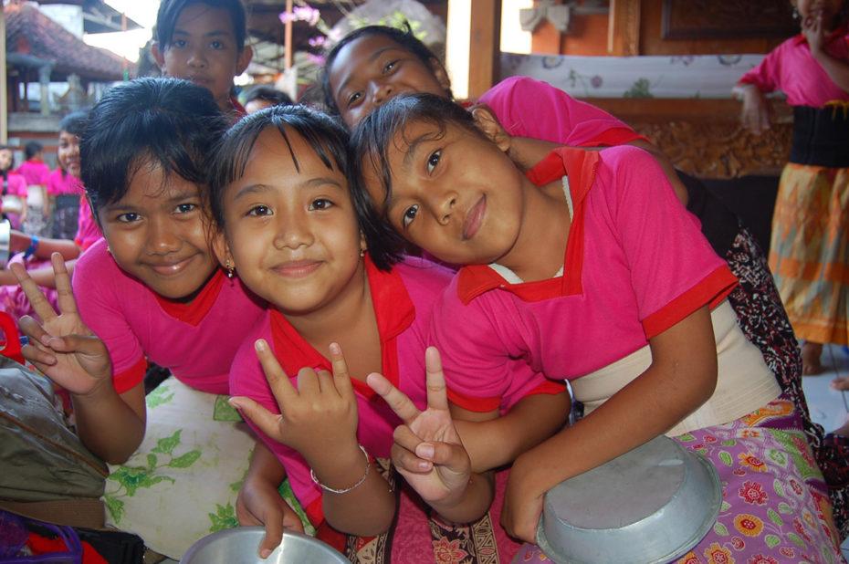 Petites filles à l'école de danse