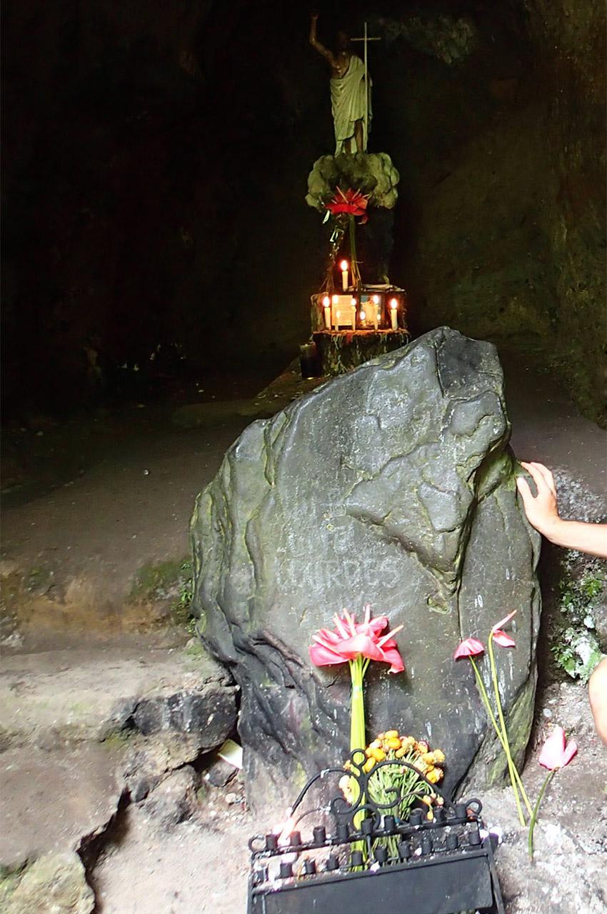 Prières et recueillement au mont Banahaw
