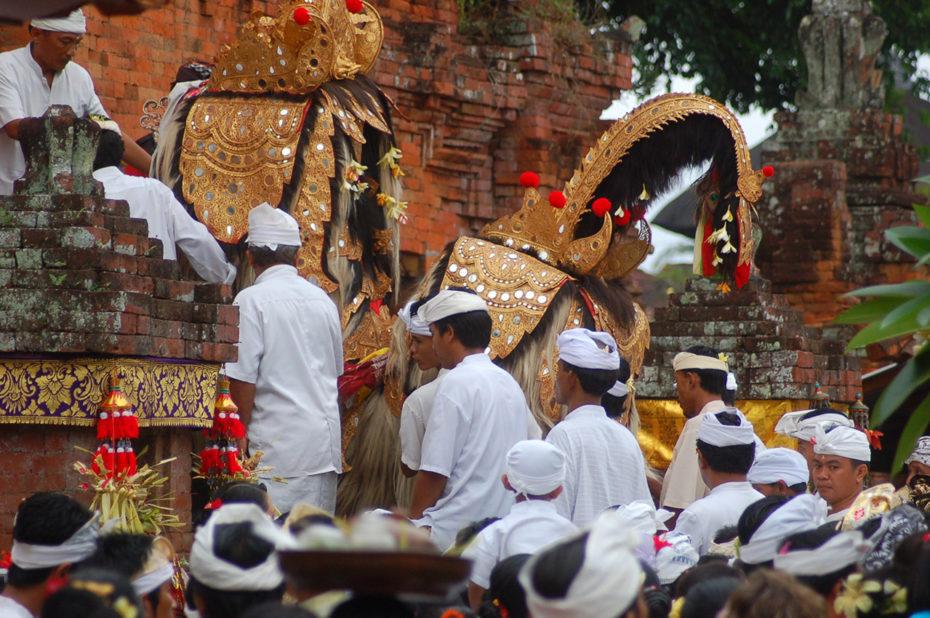 Séance dans un temple hindouiste