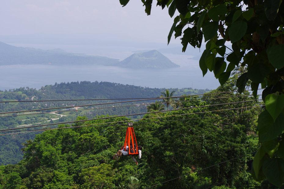 On peut faire de la tyrolienne dans un décor de rêve à Tagaytay