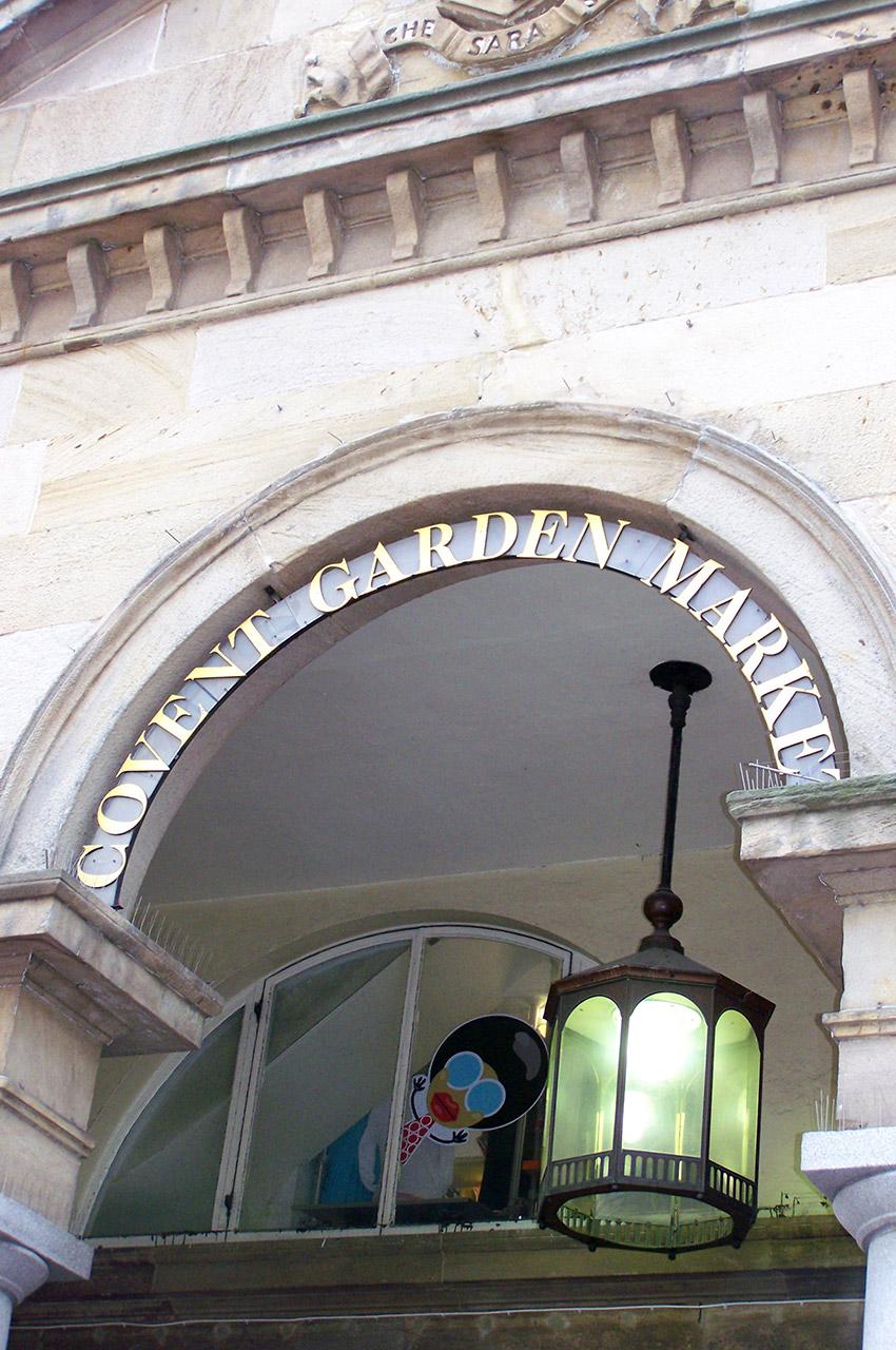 Arcade extérieure galerie commerciale Covent Garden