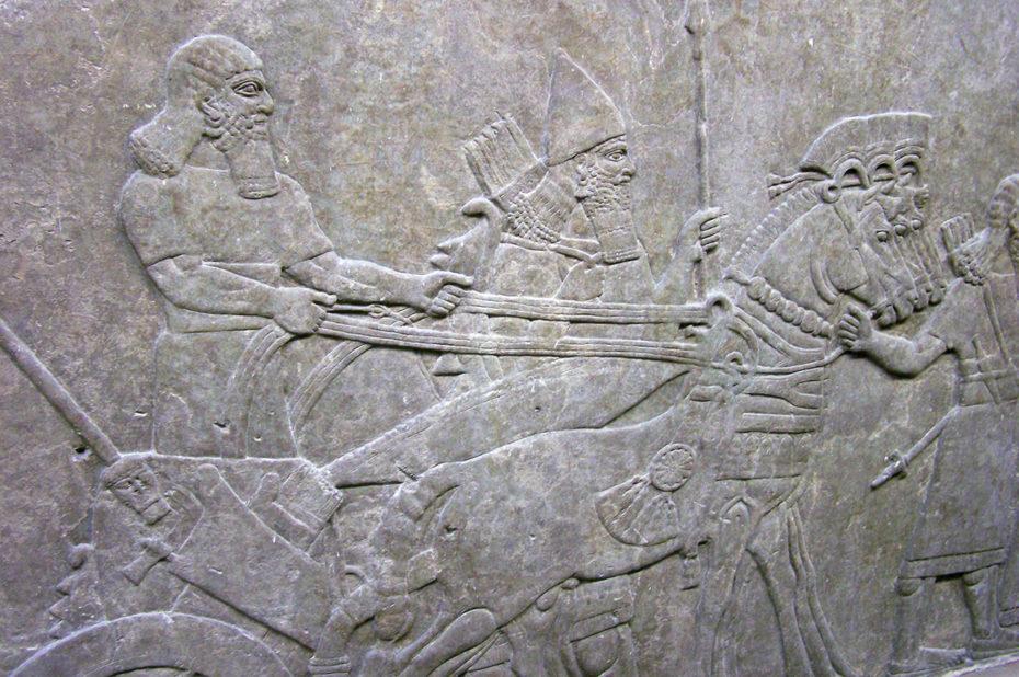 Bas-relief du Palais central représentant le roi Teglath-Phalasar III sur son char